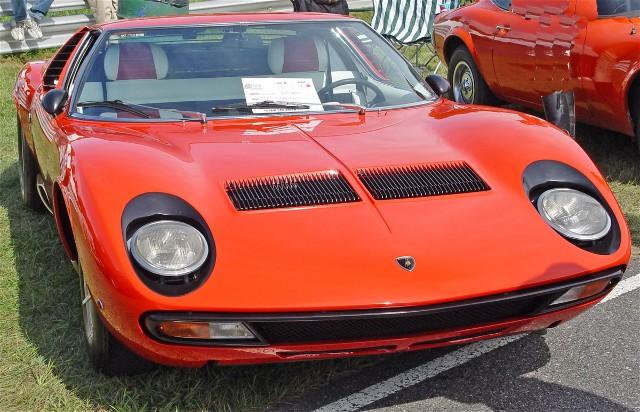 lamborghini countach zylinder with Showcard on Lamborghini Murcielago 10583 furthermore  besides Modell besides Pkw lamborghini countach25th together with 40 Jahre Lamborghini 14597.
