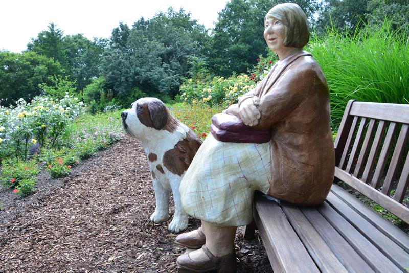 Frau mit Hund 2 - Medienwerkstatt-Wissen © 2006-2021